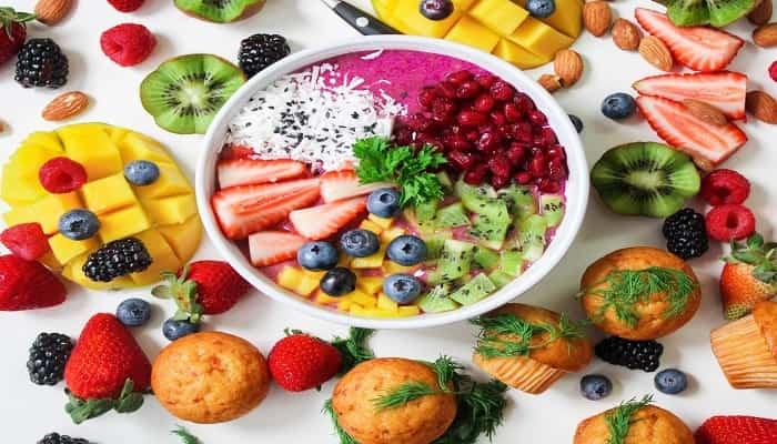 أطعمة تعمل على إزالة السموم من جسمك بشكل طبيعي